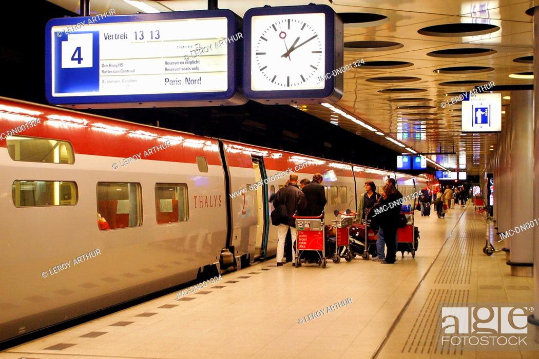 Inside gare du nord railway Stock Photos and Images | age fotostock