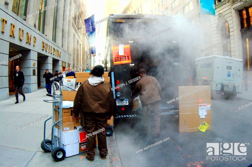 Stock Photo: USA, New York City, Manhattan, UPS truck.
