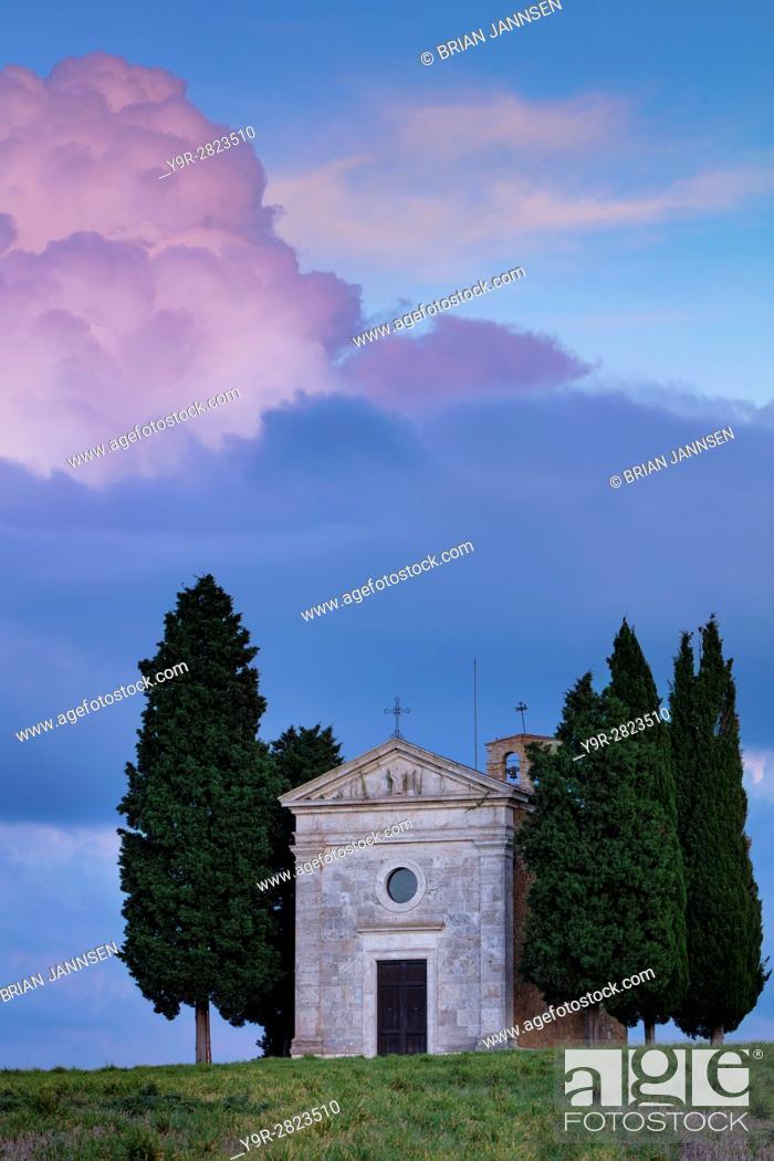 Stock Photo: Evening sky over Cappella di Vitaleta near San Quirico d'Orcia, Tuscany, Italy.