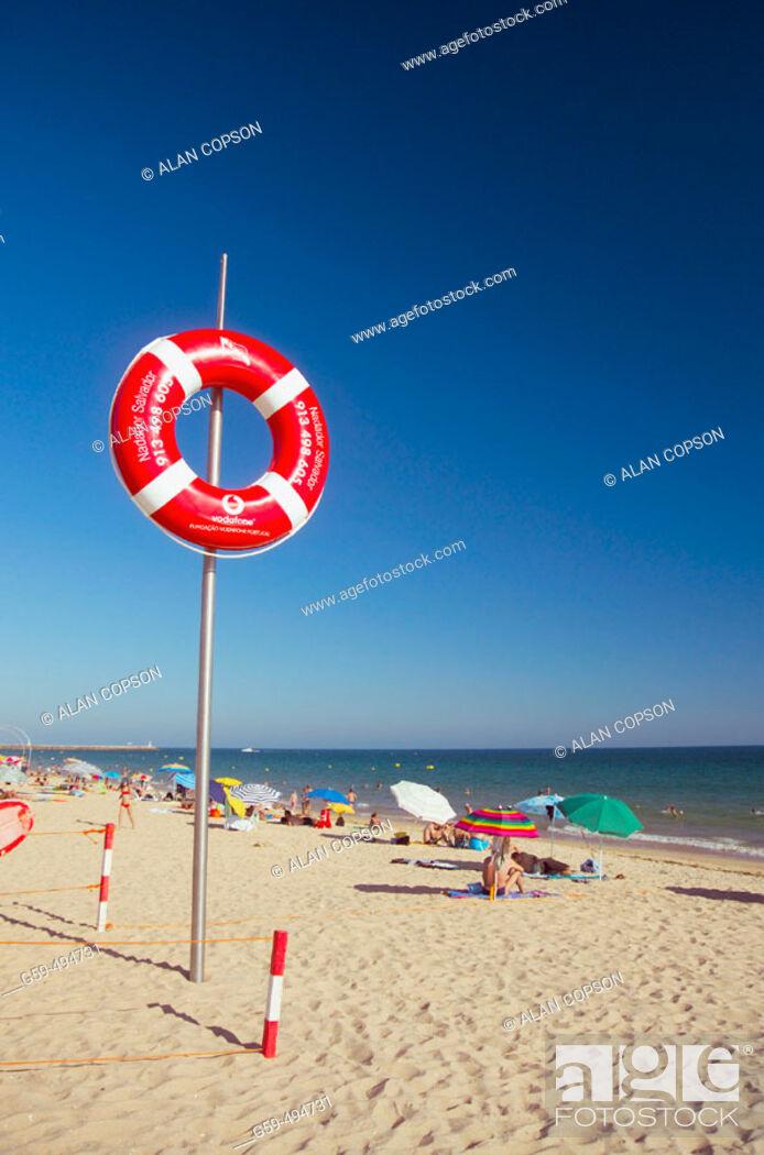 Stock Photo: Portugal, Algarve, Vilamoura, Praia de Falesia, Lifeguards station.