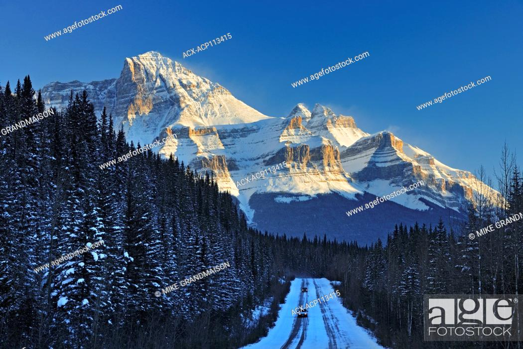 Stock Photo: The Icefields Parkway in the Canadian Rocky Mountains in evening light, Banff National Park, Alberta, Canada.