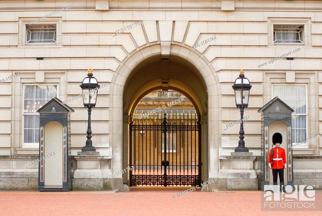 Stock Photo: Guard posted outside of Buckingham Palace. London, England, UK.