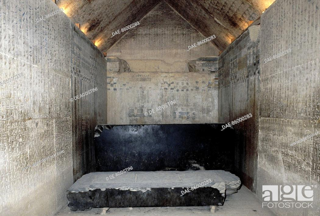 burial chamber of the pharaoh rear wall with the sarcophagus