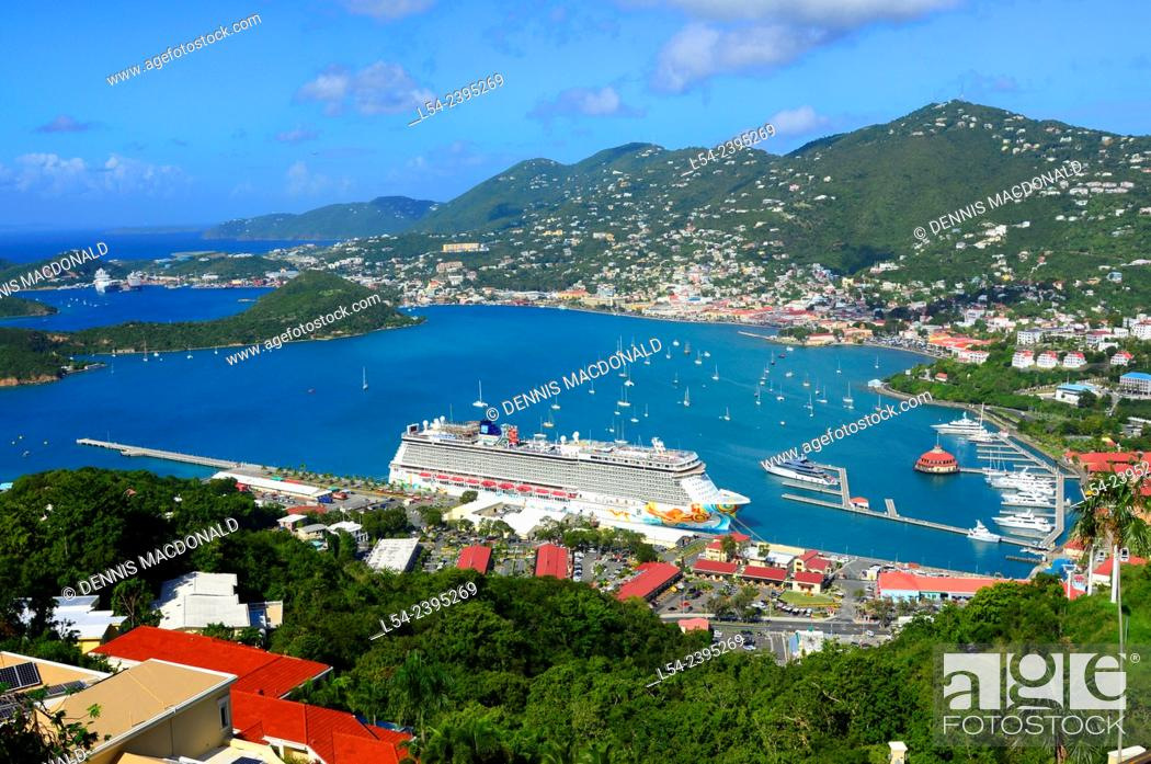 Photo de stock: Cruising Southern Caribbean on the Norwegian Getaway at St. Thomas Virgin Island cruise ship.