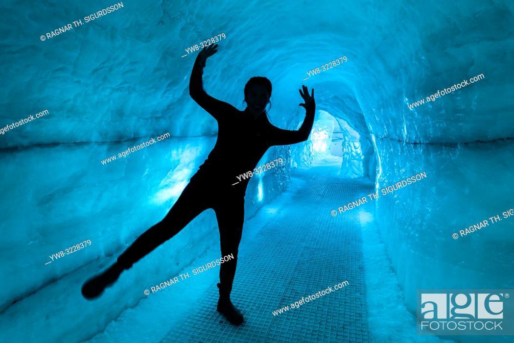 Imagen: Glacier Ice Cave, Perlan Museum (The Pearl) Reykjavik, Iceland. .