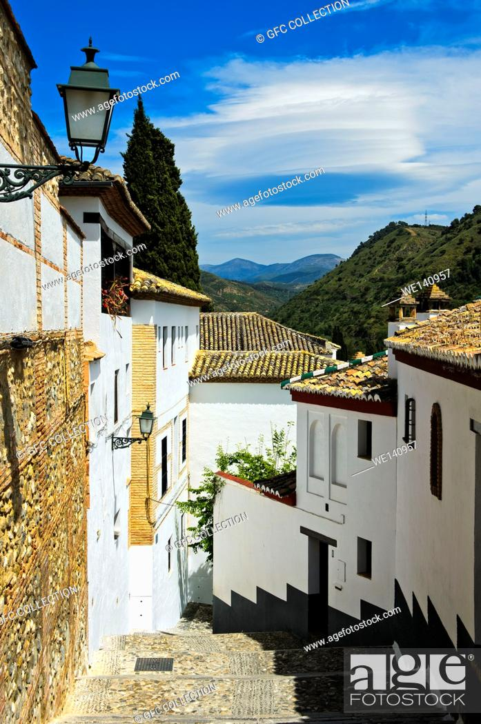 Photo de stock: Narrow lanes in the old town district Albayzin, Granada, Spain.
