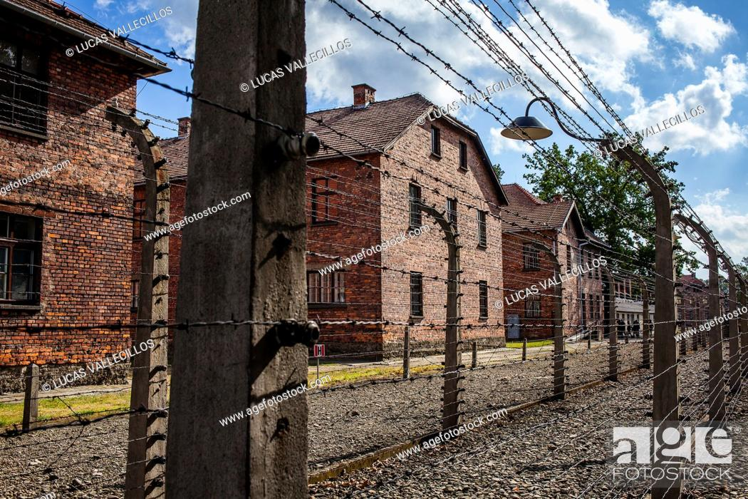 Imagen: Electric fence, concentration camp. Auschwitz. Poland.