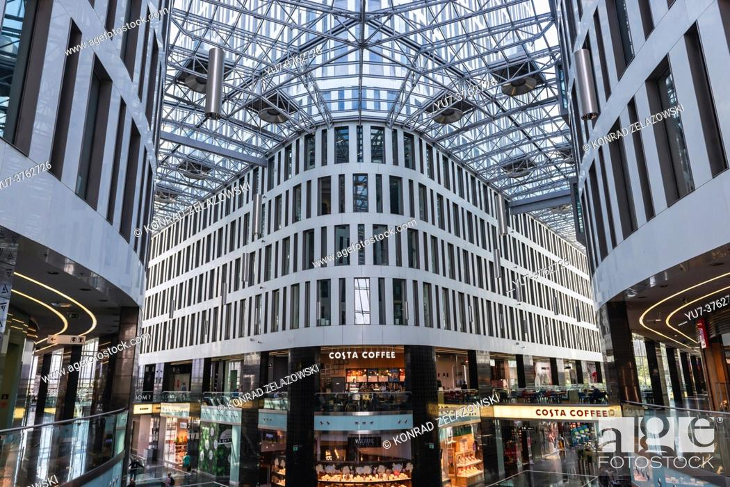 Photo de stock: Shopping mall in Plac Unii office and commercial complex located at Pulawska Street in Warsaw, Poland.