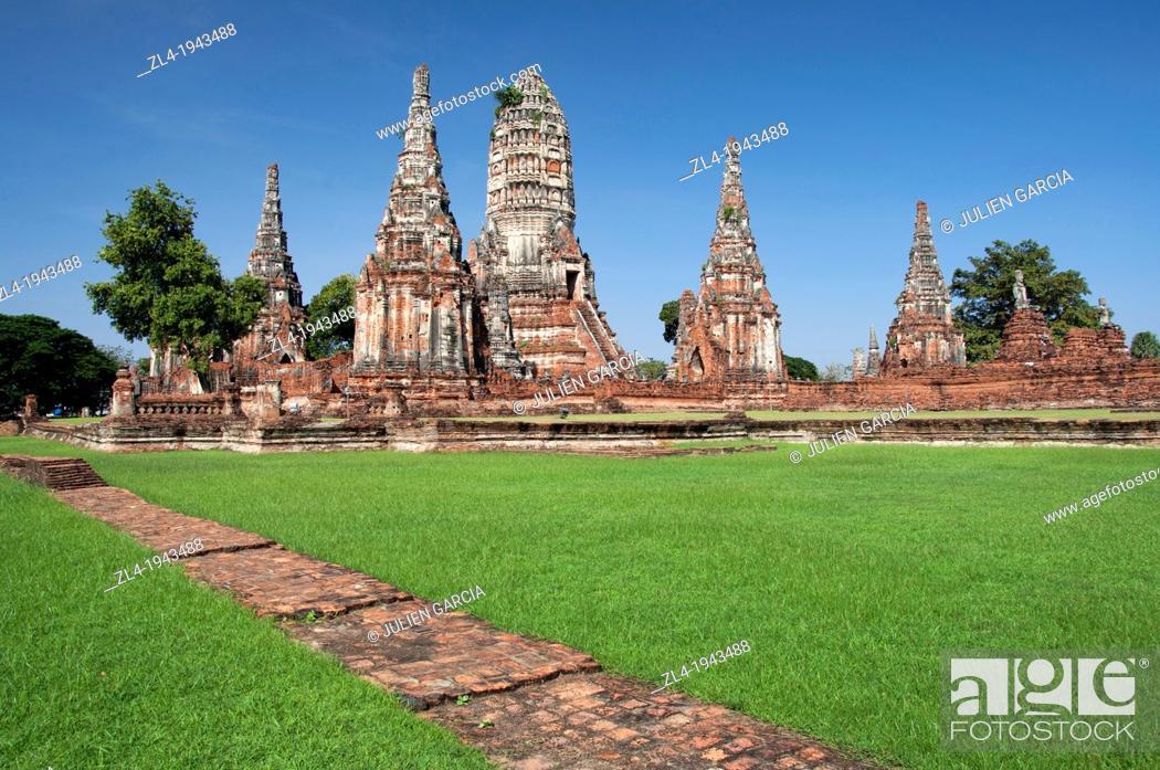 Stock Photo: Wat Chai Watthanaram temple made of bricks. Thailand, Ayutthaya, Wat Chai Watthanaram.