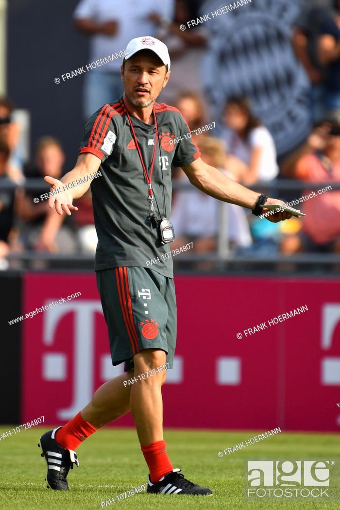 86e5d58cf Stock Photo - Niko KOVAC (coach Bayern Munich), gesture, gives  instructions, single image, cut out, full body shot, whole figure.