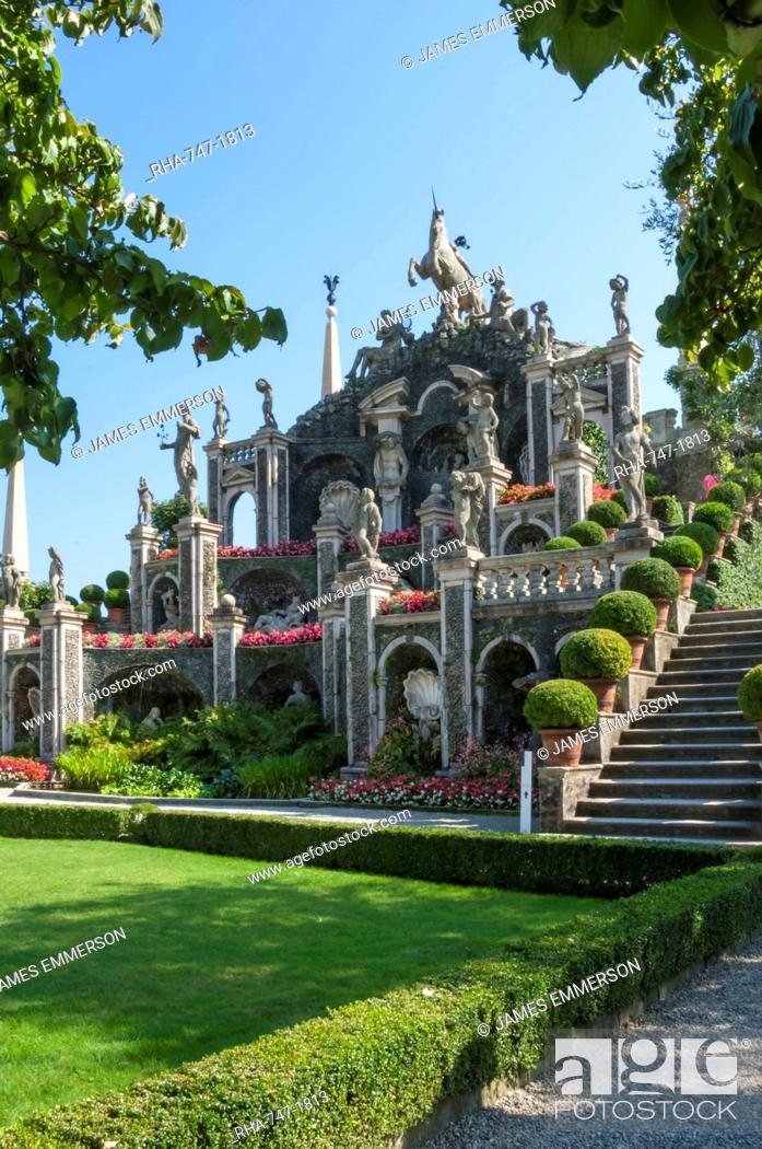 Imagen: Floral Fountains, Isola Bella, Borromean Islands, Lake Maggiore, Piedmont, Italian Lakes, Italy, Europe.