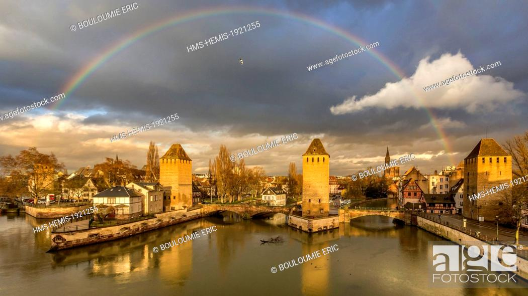 Stock Photo: France, Bas Rhin, Strasbourg, old town listed as World Heritage by UNESCO, La Petite France, towers of covered bridges over Ill River.