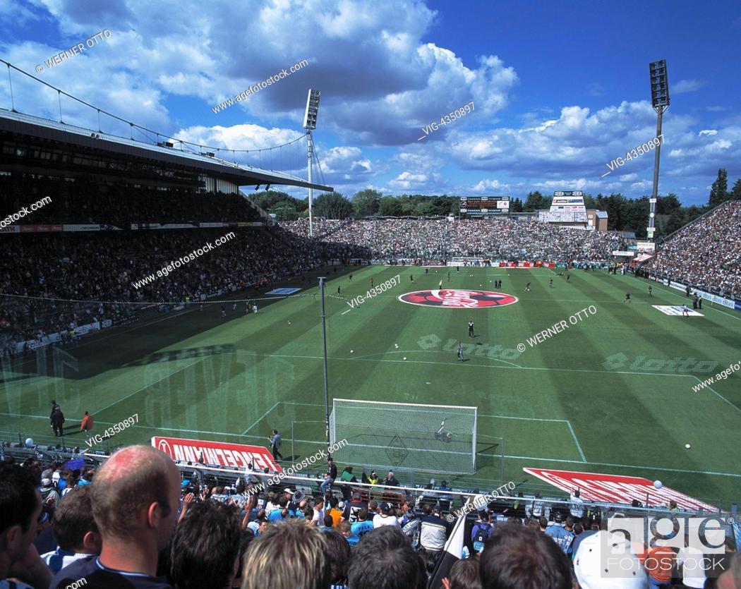 Stock Photo: Fussball, Bundesliga, 2003/2004, Borussia Moenchengladbach gegen TSV 1860 Muenchen 3:1, Stadion am Boekelberg, Boekelbergstadion, Gesamtaufnahme, Panorama.