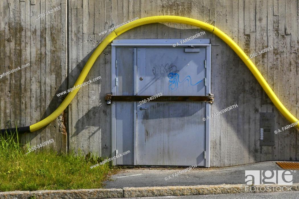 Imagen: Stockholm, Sweden Abstract urban detail of a maintenance door and plastic pipe.