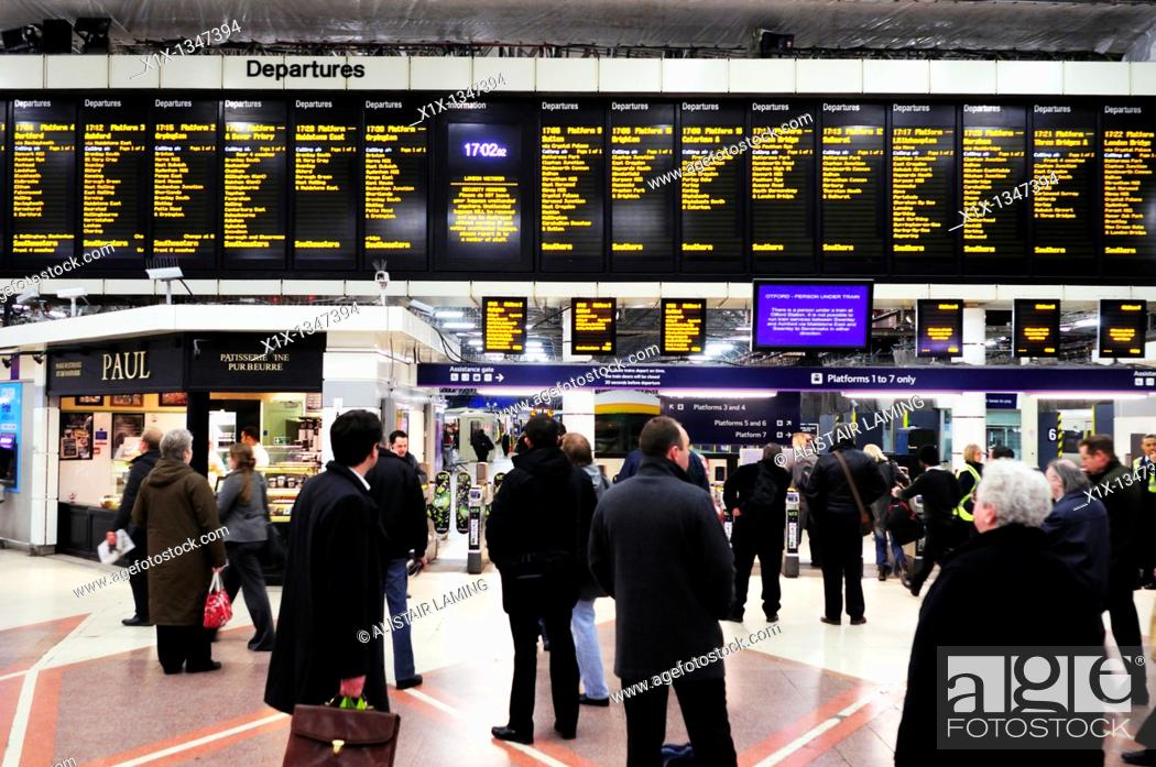 Stock Photo: Evening Rush Hour Commuters at Victoria Train Station, London, England, UK.