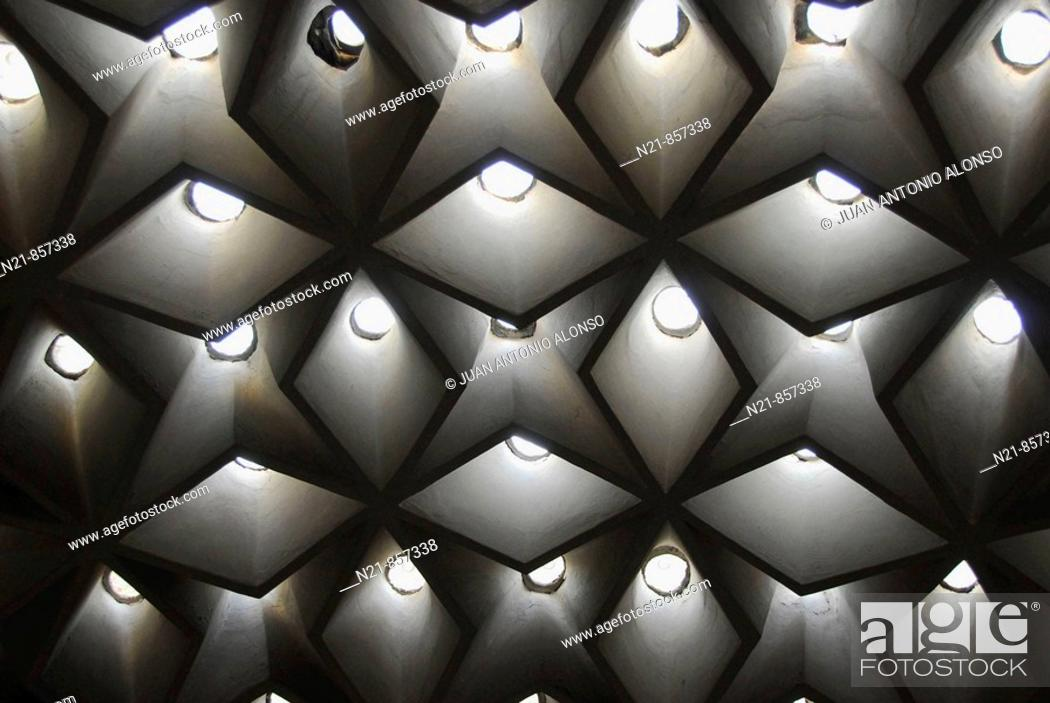 Imagen: Hamam's ceiling Dolmabahçe Sarayi Harem Istanbul, Turkey.
