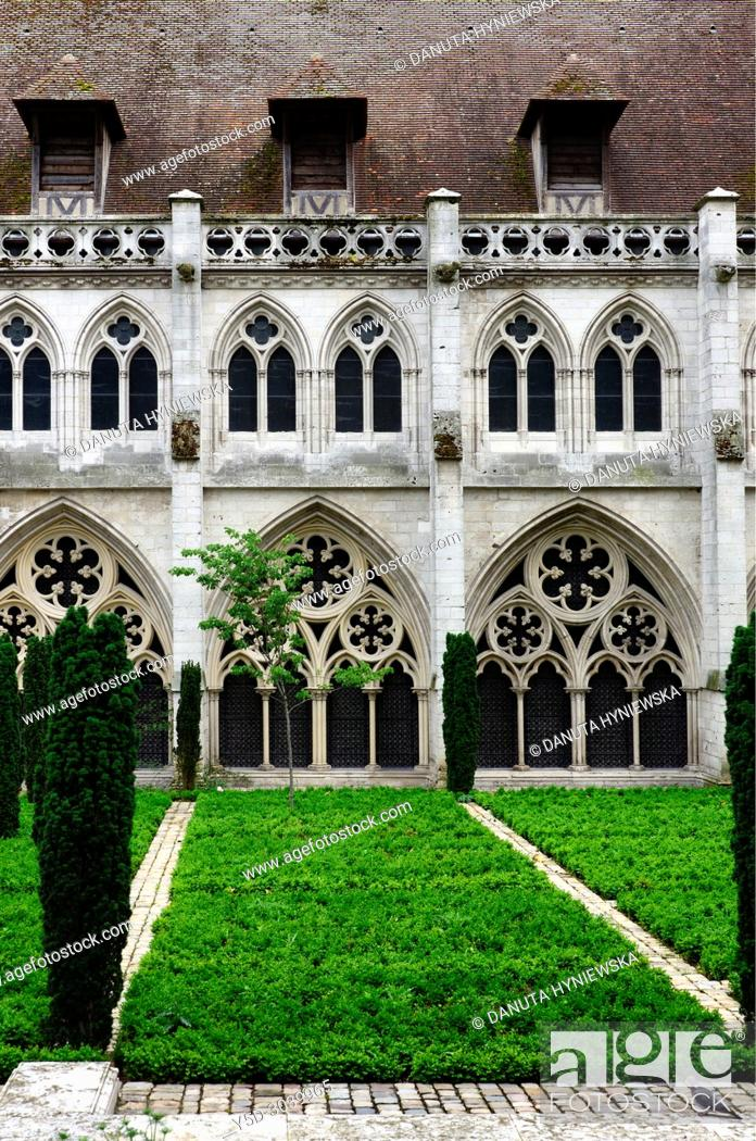 Stock Photo: Albane gardens and cloister gallery, Cathédrale Notre-Dame, Notre Dame Cathedral, old town, Rouen, Seine-Maritime department, Upper Normandy, Normandy, France.
