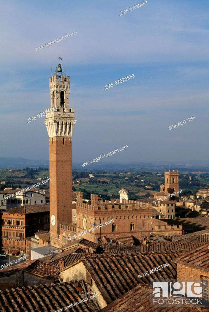 Imagen: View of Mangia tower, historic centre of Siena (UNESCO World Heritage List, 1995), Tuscany. Italy, 14th century.