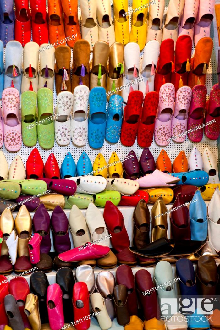 Imagen: Tunisia - Tunis - Turkish slipper shop in the souks of the medina.