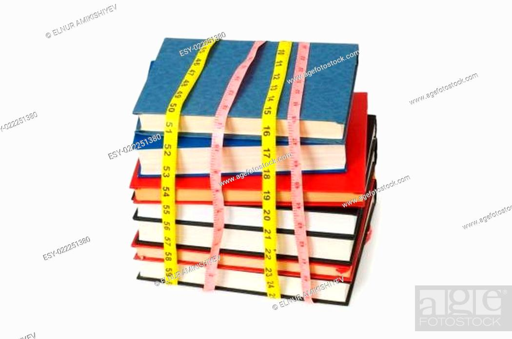 Imagen: Measuring the knowledge - concept with books on white.