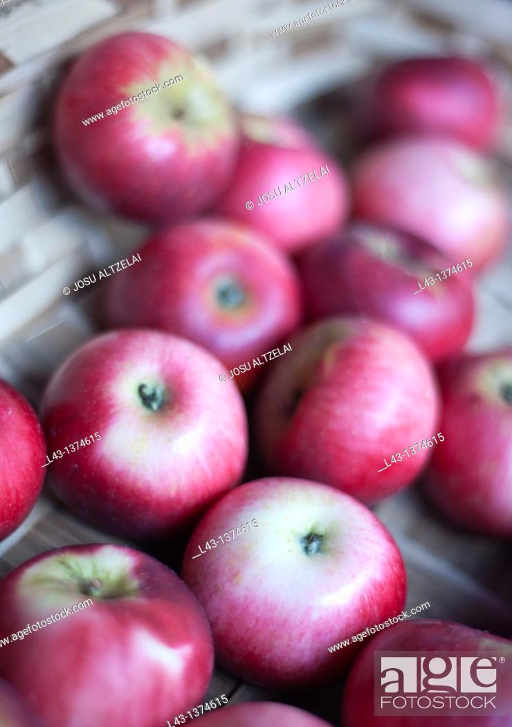 Stock Photo: apples in extraordinary market in Ordizia,euskadi.