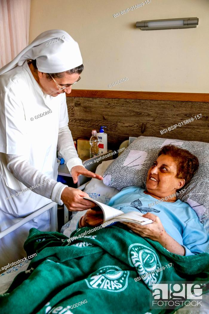 Imagen: St Vincent de Paul hospital, run by the Daughters of Charity catholic missionaries in Nazareth, Israel. Geriatric ward.