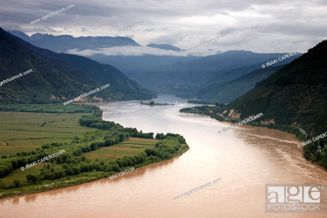Stock Photo: First Bend of the Yangtze, Yangtze, Shiguo, Yunnan, China.