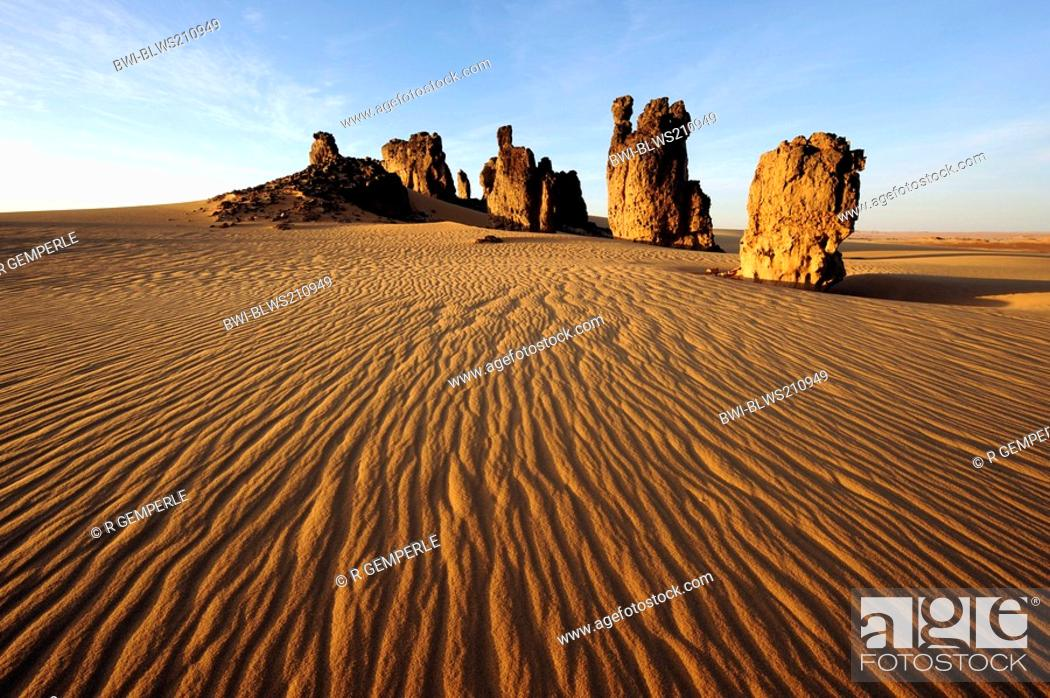 Stock Photo: rockformation in desert, Algeria, Sahara.