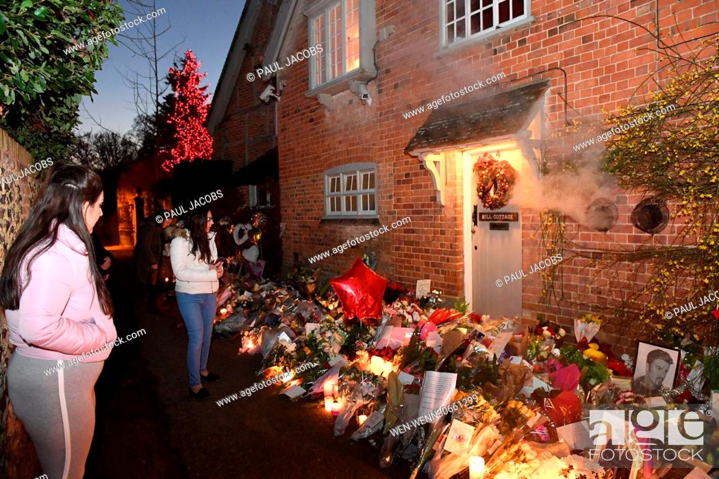 Floral Tributes Outside The Oxfordshire Home Of George Michael Stock Photo Picture And Rights Managed Image Pic Wen Wenn30661299 Agefotostock,Vital Proteins Collagen Costco