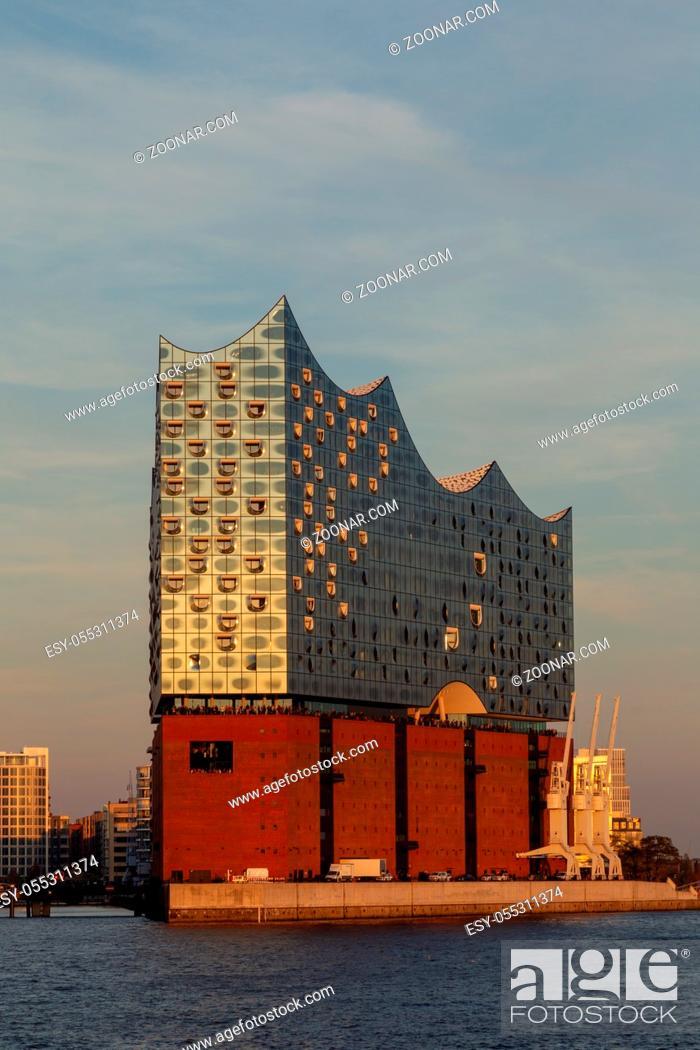 Stock Photo: Die Elbphilharmonie im Hamburger Hafen. Elbphilharmonie in the harbour of Hamburg, Germany in evening light.