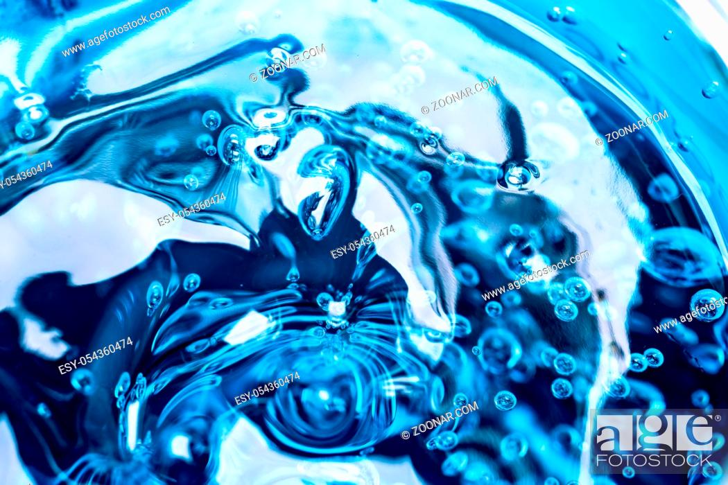 Imagen: Water blue gel balls. Polymer gel. Silica gel. Balls of blue hydrogel. Crystal liquid ball with reflection. Texture background. Close up macro.