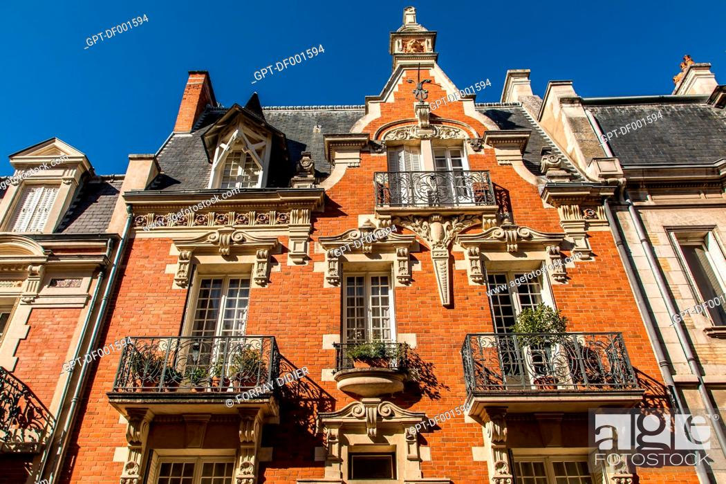 Stock Photo: APARTMENT BUILDINGS IN THE OLD TOWN OF VICHY, ALLIER, AUVERGNE-RHONE-ALPES REGION, FRANCE.