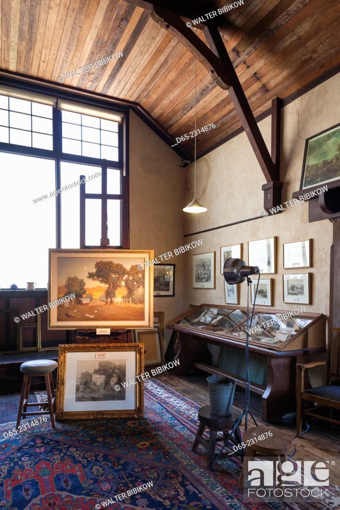 Stock Photo: Australia, South Australia, Adelaide Hills, Hahndorf, The Cedars, former studio of landscape painter Hans Heysen, interior.