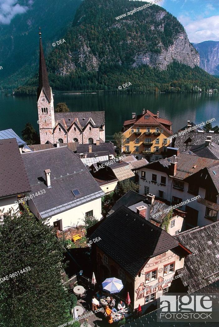 Stock Photo: Austria - Upper Austria - Hallstatt (UNESCO's World Heritage Site, 1997). Lake.