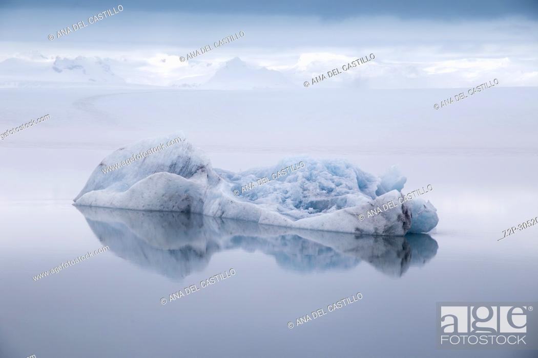 Stock Photo: Jokulsarlon glacier lagoon lake in winter., Iceland.