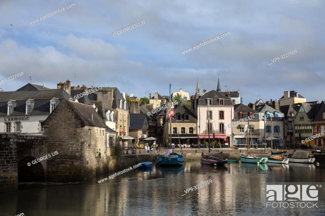 Imagen: Saint Goustan old city port, Auray river, Morbihan, Bretagne France.