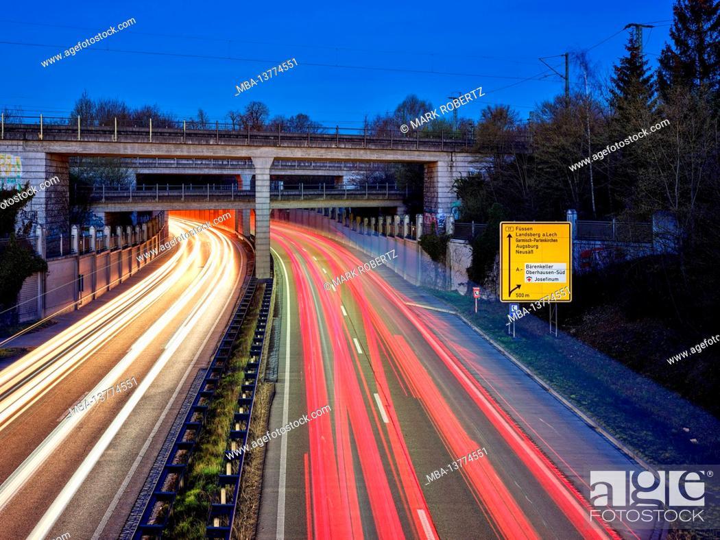 Imagen: Federal road, B 17, four-lane, four-lane road, dawn, rush hour traffic, rush hour, railway line, railway bridge, traffic route, traffic artery.