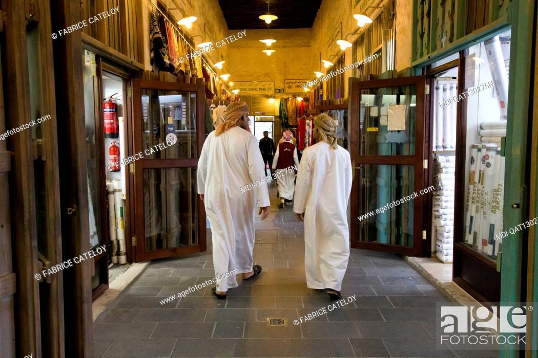 Imagen: Qatar - Doha - Souk Waqif - Qatari walking in the souk.