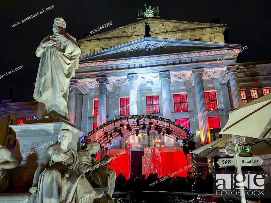 Imagen: Berlin, Germany, German Cathedral, Monuments lit up at night, Christmas Market, in CIty Center at Night, Gendarmenmark.