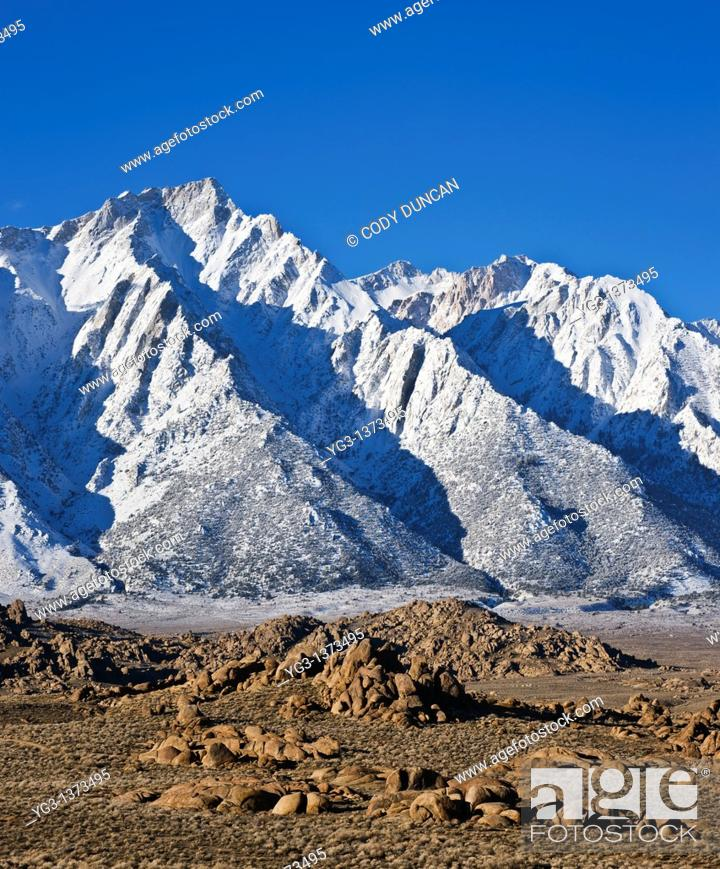 Stock Photo: Granite rock formations of Alabama Hills with Lone Pine peak and Sierra Nevada mountains in background, California.