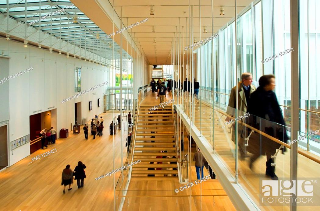 Imagen: Interior entrance hallway & stairway of the newly opened 'Modern Wing' at the Art Institute of Chicago.