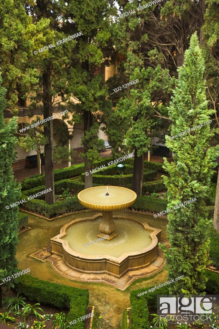 Stock Photo: Fountain in Alhambra Granada, Spain.