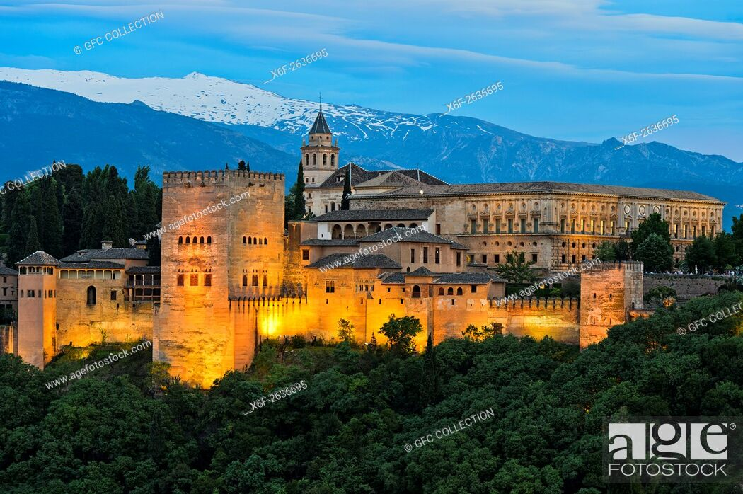 Photo de stock: Evening light at the Alhambra, UNESCO World Heritage Site, against the Sierra Nevada mountain range, Granada, Andalusia, Spain.