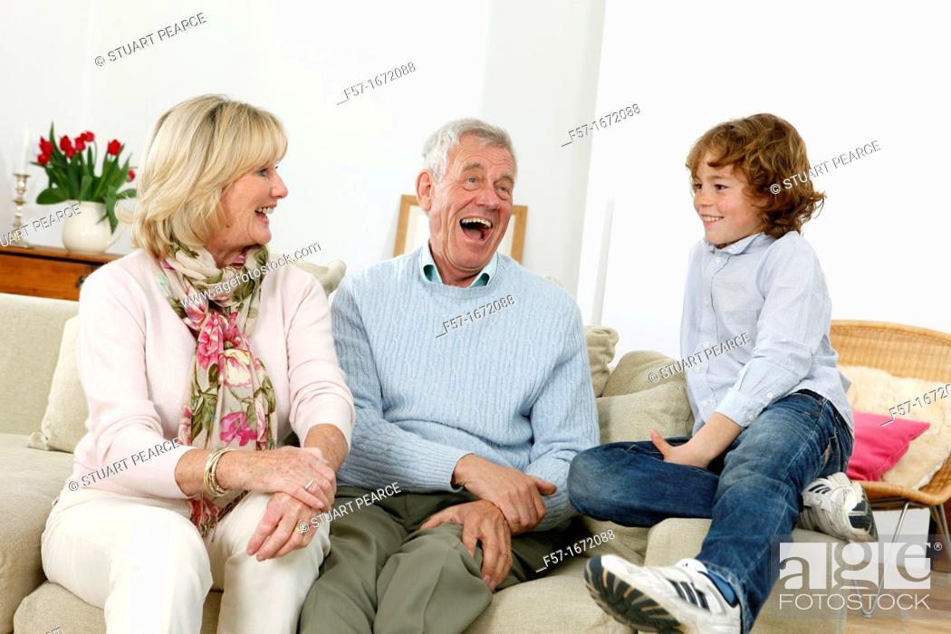 Imagen: Grandparents and grandson.
