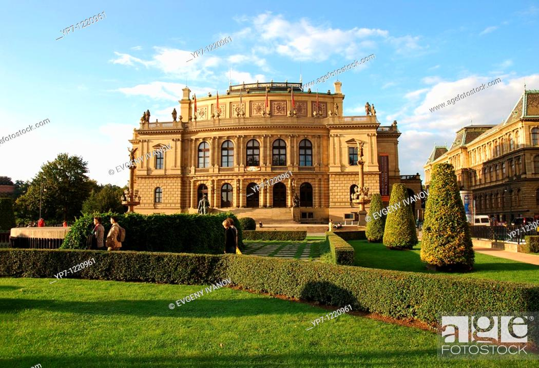 Imagen: Rudolfinum opera house and gallery, the most important neo-renaissance building in Prague.