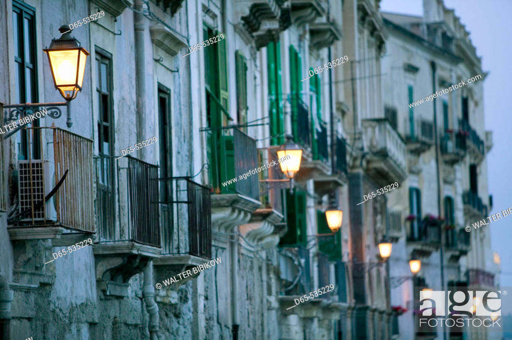 Stock Photo: Ortygia Island-Streetlights- via R. Settimo in the evening, Syracuse. Sicily, Italy.