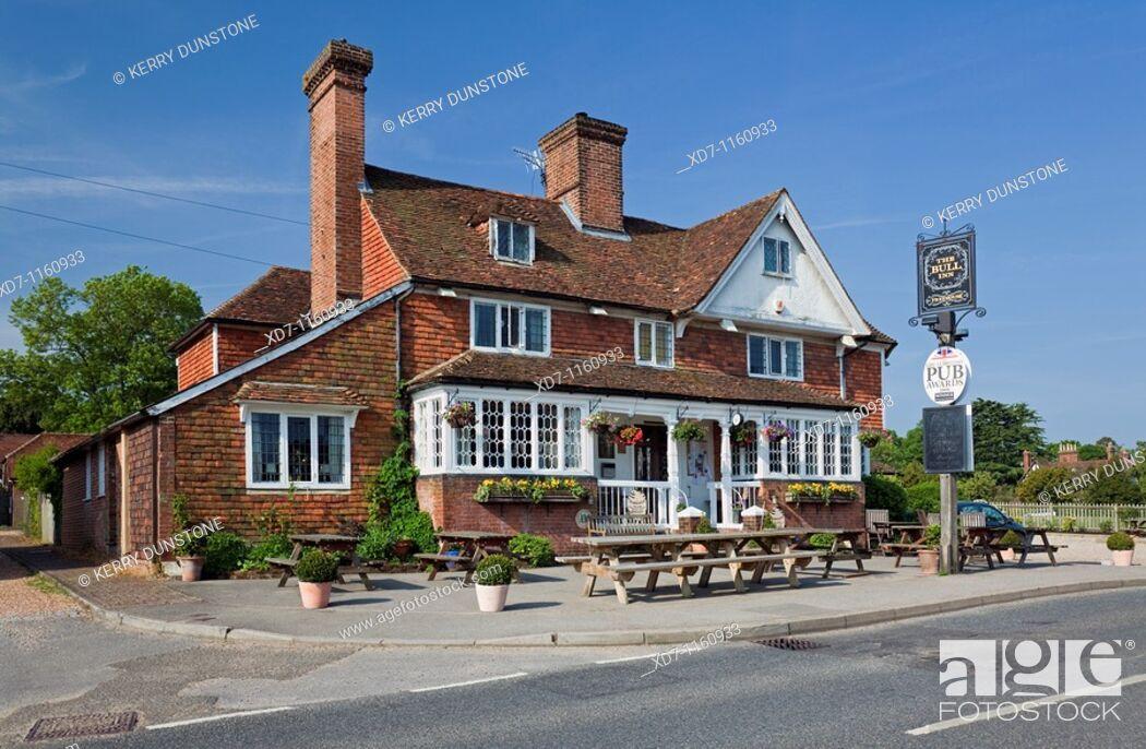 Imagen: England Kent Benenden The Street with 'The Bull Inn' Public House.