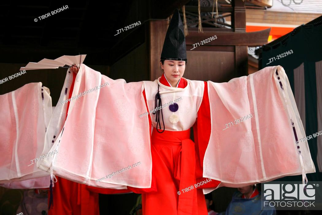 Stock Photo: Japan, Kyoto, Gion Matsuri, festival, traditional performance, dancer, people,.