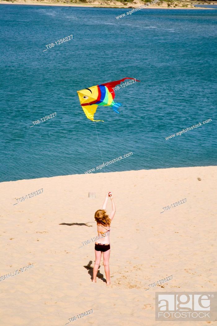 Stock Photo: France, 85, Talmont Saint Hilaire: Veillon beach, kite.