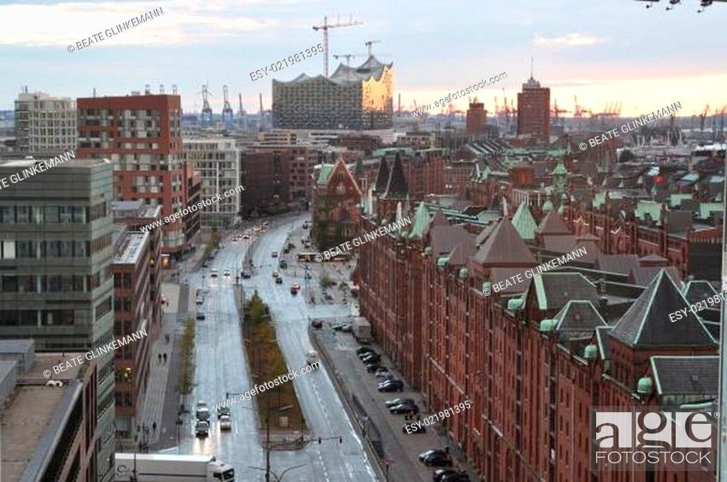 Stock Photo: Hansestadt Hamburg - Blick auf Hafen und Speicherstadt.